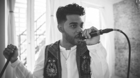 Anik Khan mic